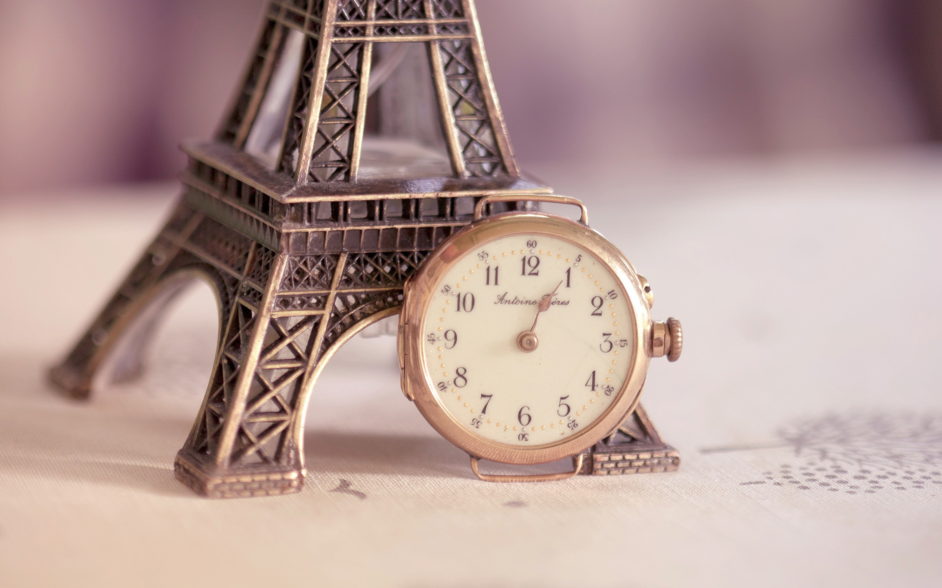 Vintage Alarm Clock Wallpaper 39897
