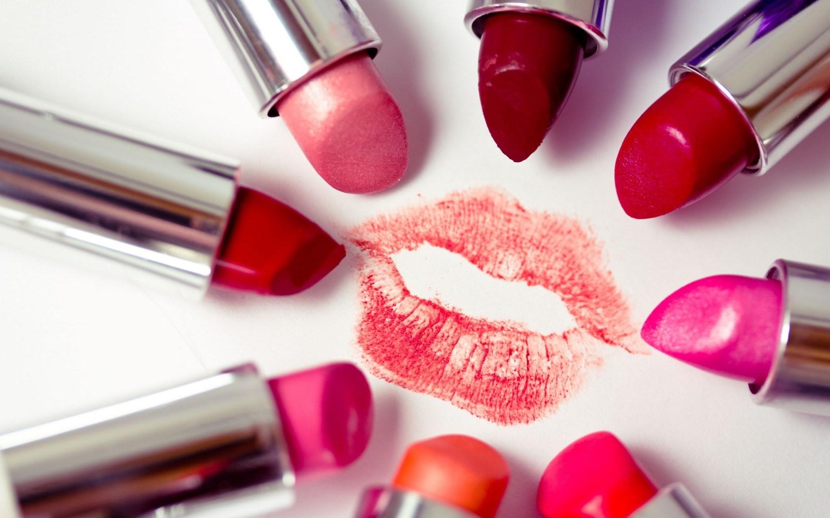 All views lipstick traces 5