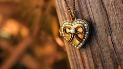 Beautiful Heart Pendant Wallpaper 40998
