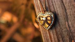 Beautiful Heart Pendant Wallpaper 40998