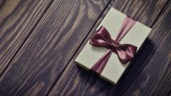 Pretty Gift Wallpaper 40093