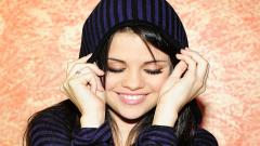 Selena Gomez Smile Wallpaper 7191