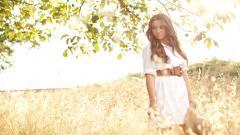 Stunning Girl Field Wallpaper 44891