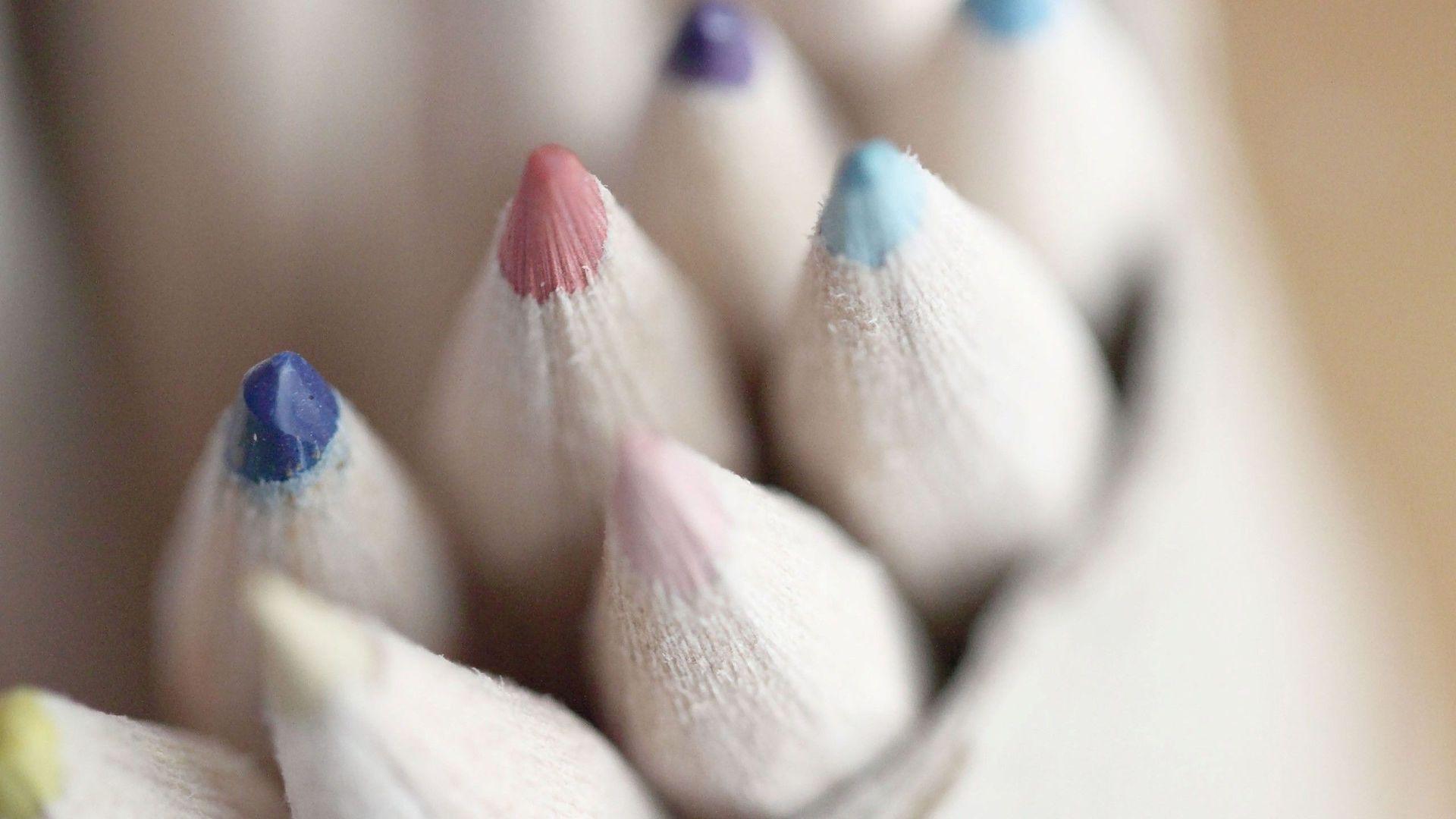 colored pencils up close wallpaper 40948