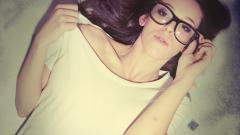 Gorgeous Girl Glasses Wallpaper 42785