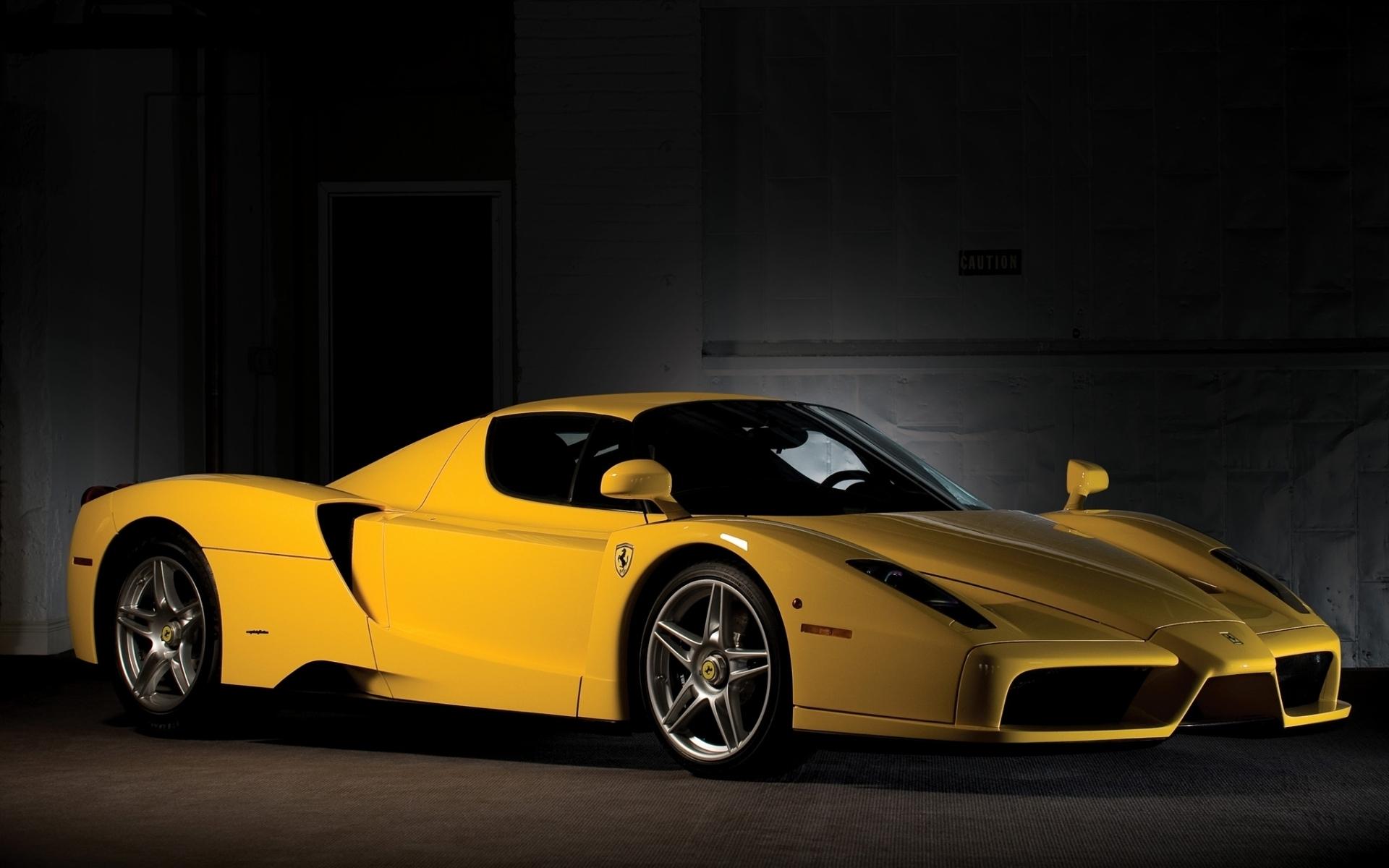 Черный спортивный автомобиль Ferrari Enzo  № 2892589 загрузить