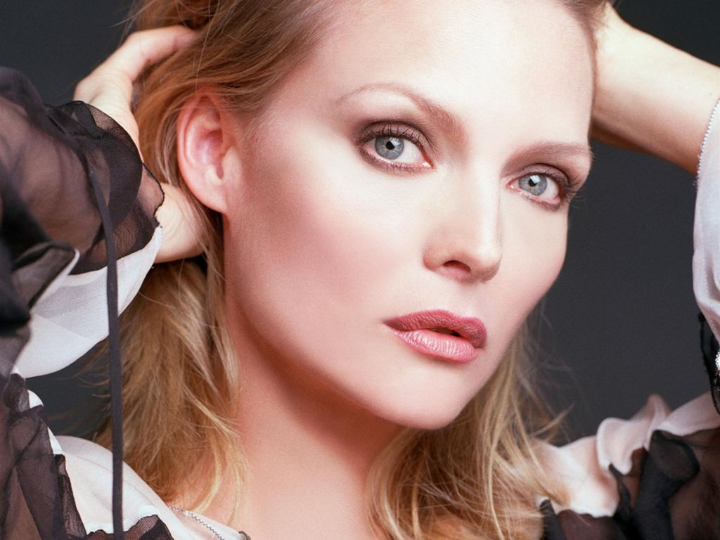 beautiful michelle pfeiffer 41730