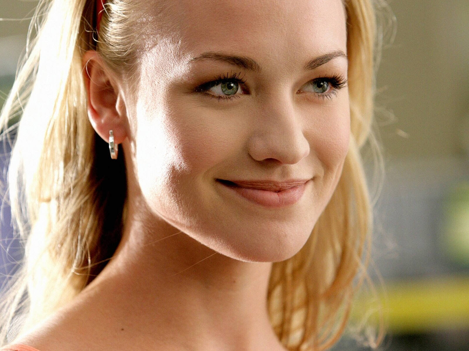 beautiful yvonne strahovski 22742