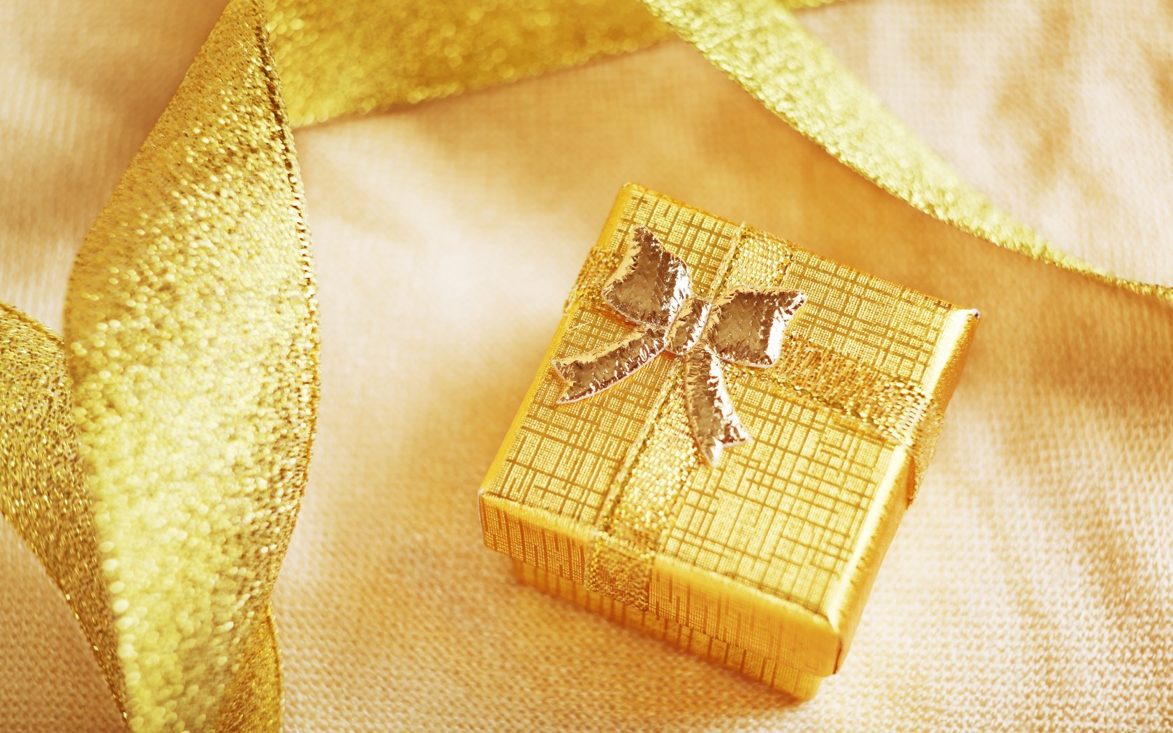 gold gift box wallpaper 40014