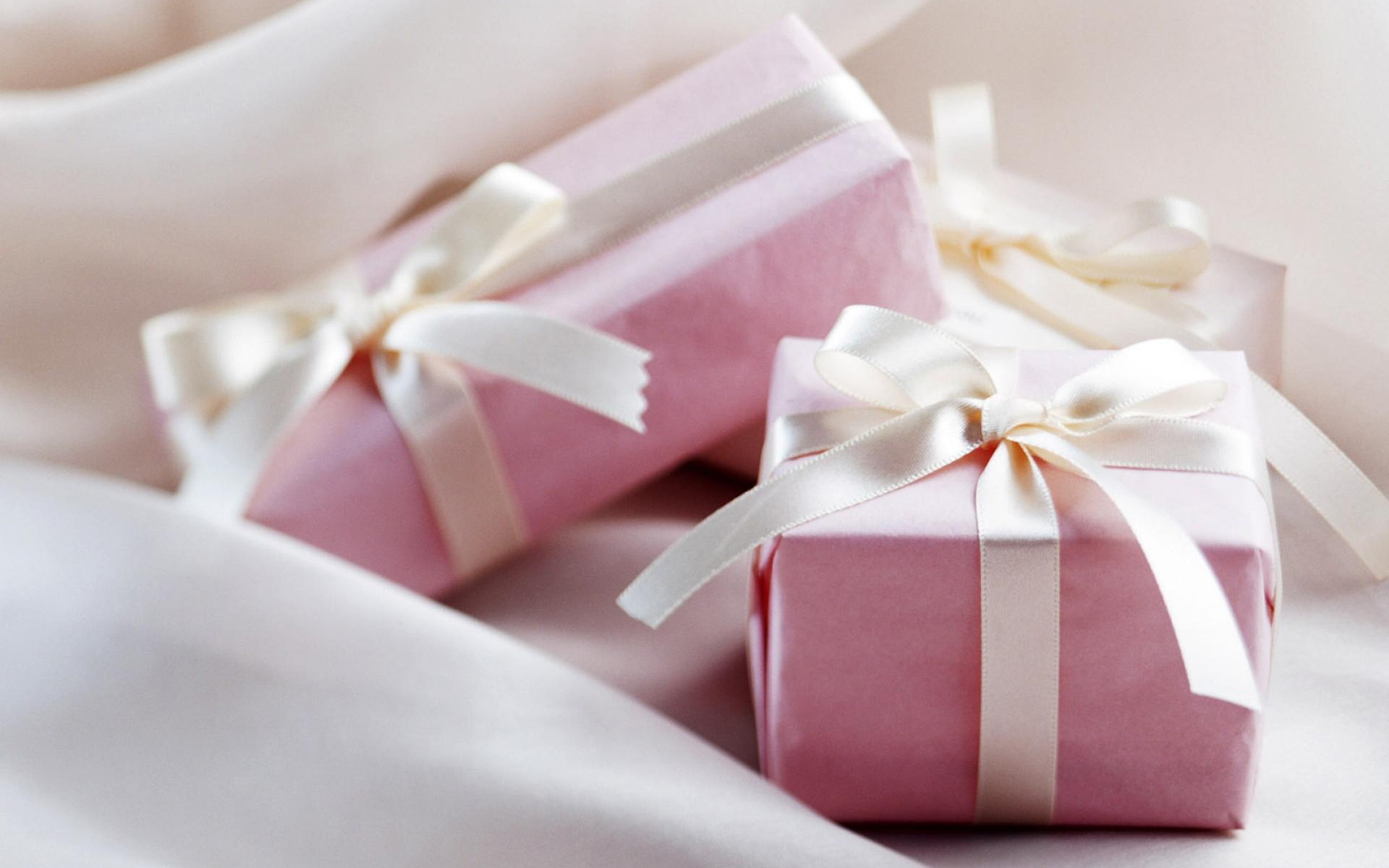 pink gift box wallpaper 40027