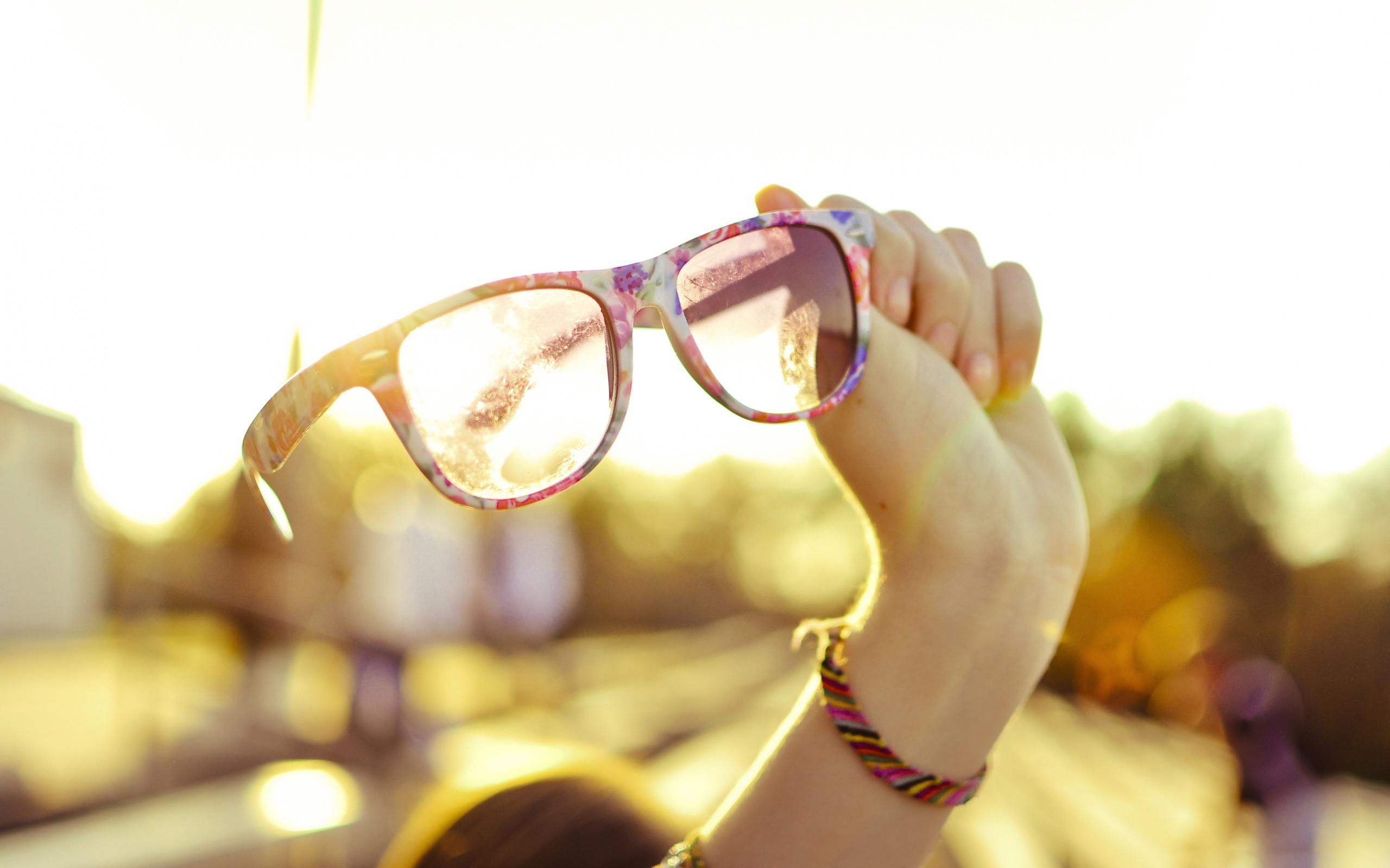 pretty glasses wallpaper 44375