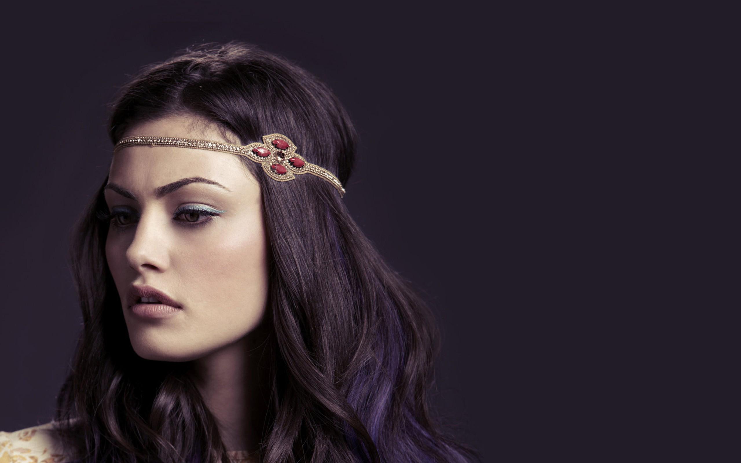 Beautiful Phoebe Tonki...