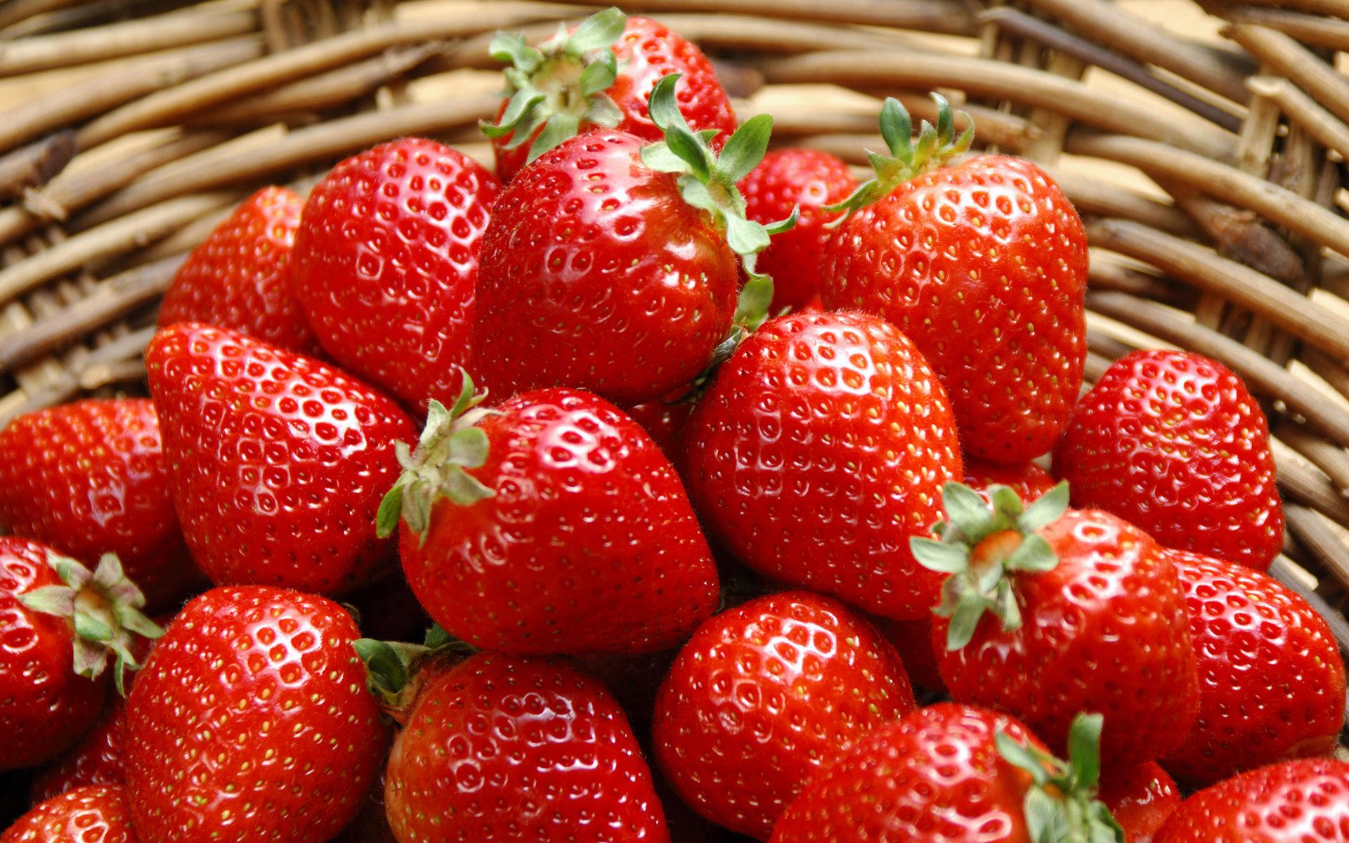 strawberries wallpaper 38823