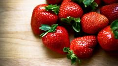Pretty Strawberries Wallpaper 38832