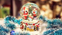 Wonderful Snow Globe Wallpaper 43583