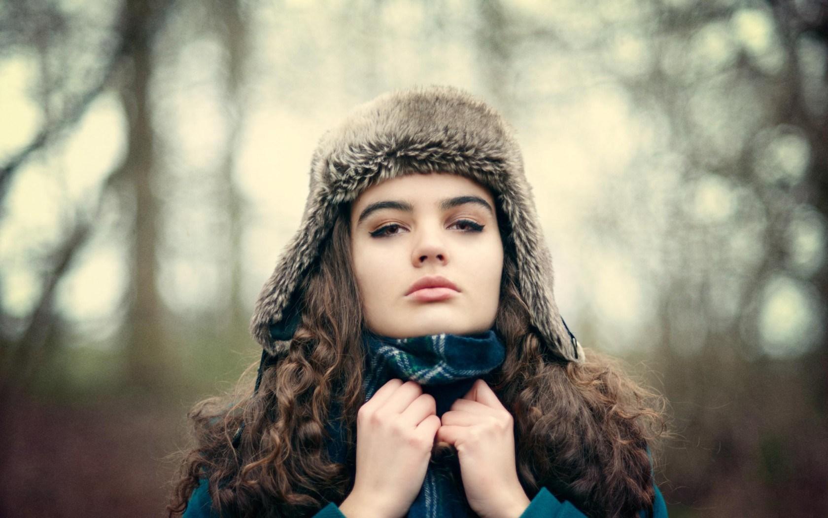 girl hat wallpaper 43334 1680x1050px