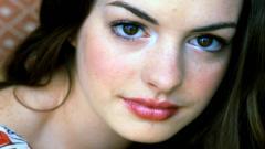 Anne Hathaway 16522