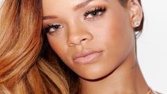 Rihanna 9735
