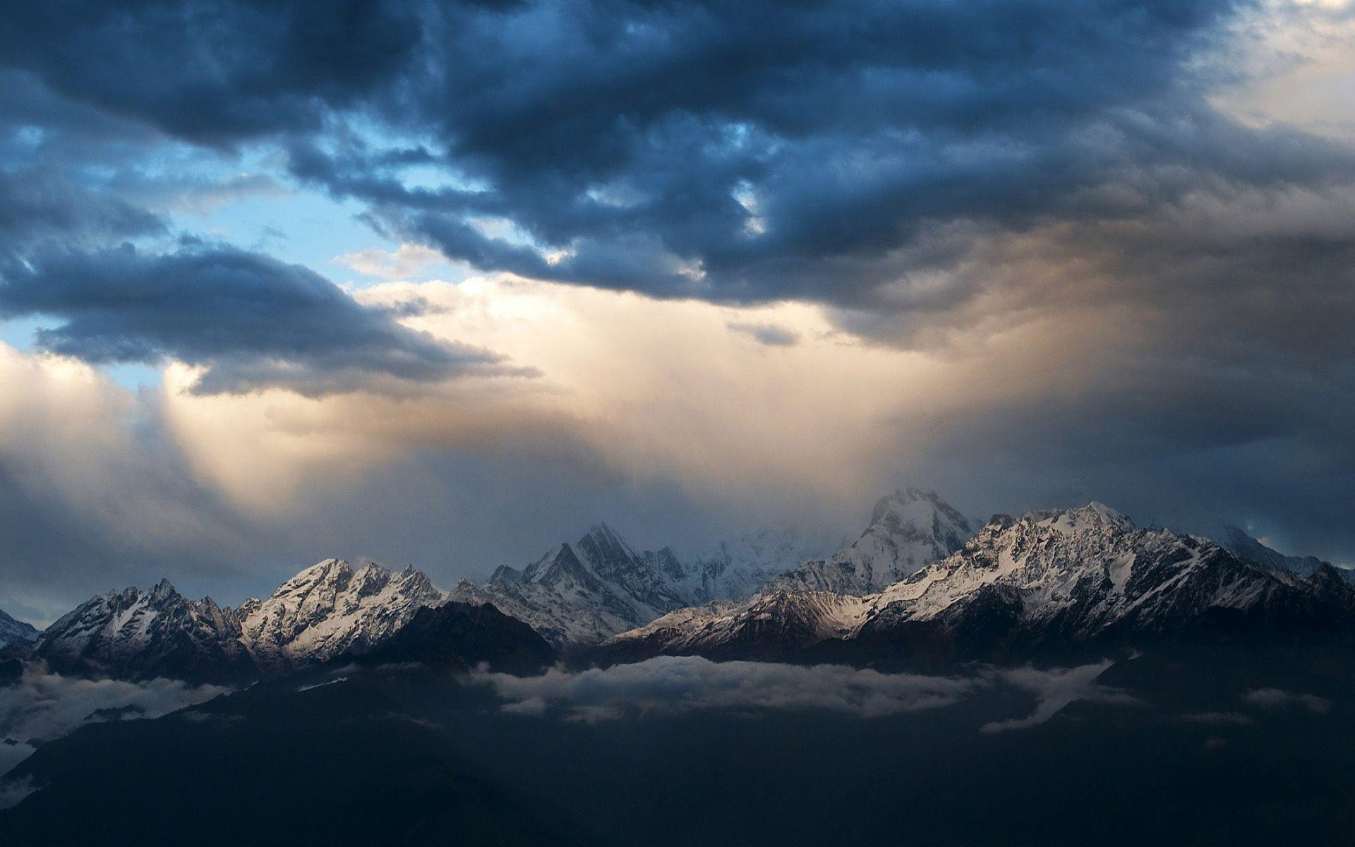 mountain peaks 33594