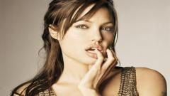 Angelina Jolie Wallpaper 16573