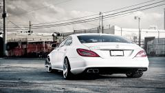 Awesome White Car Wallpaper 32711