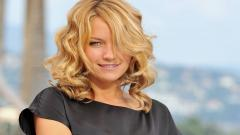 Becki Newton Background 24795