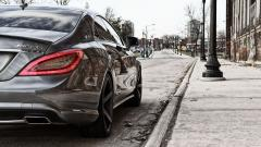 Mercedes MLG Near Sidewalk Wallpaper 42047