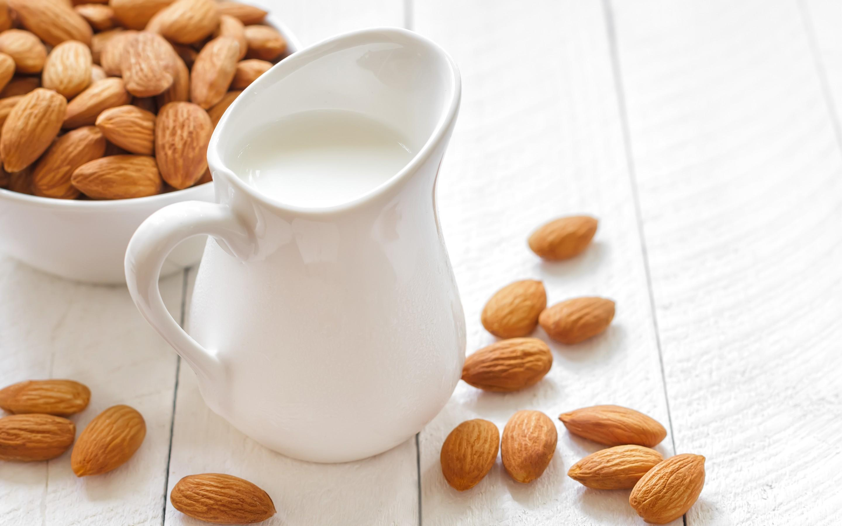 almonds background 38815