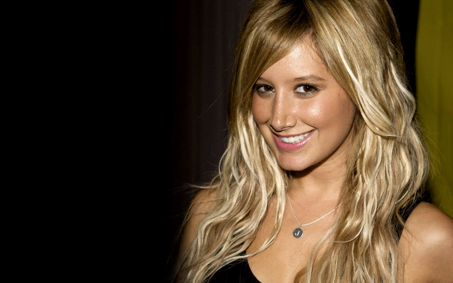 ashley tisdale 19272