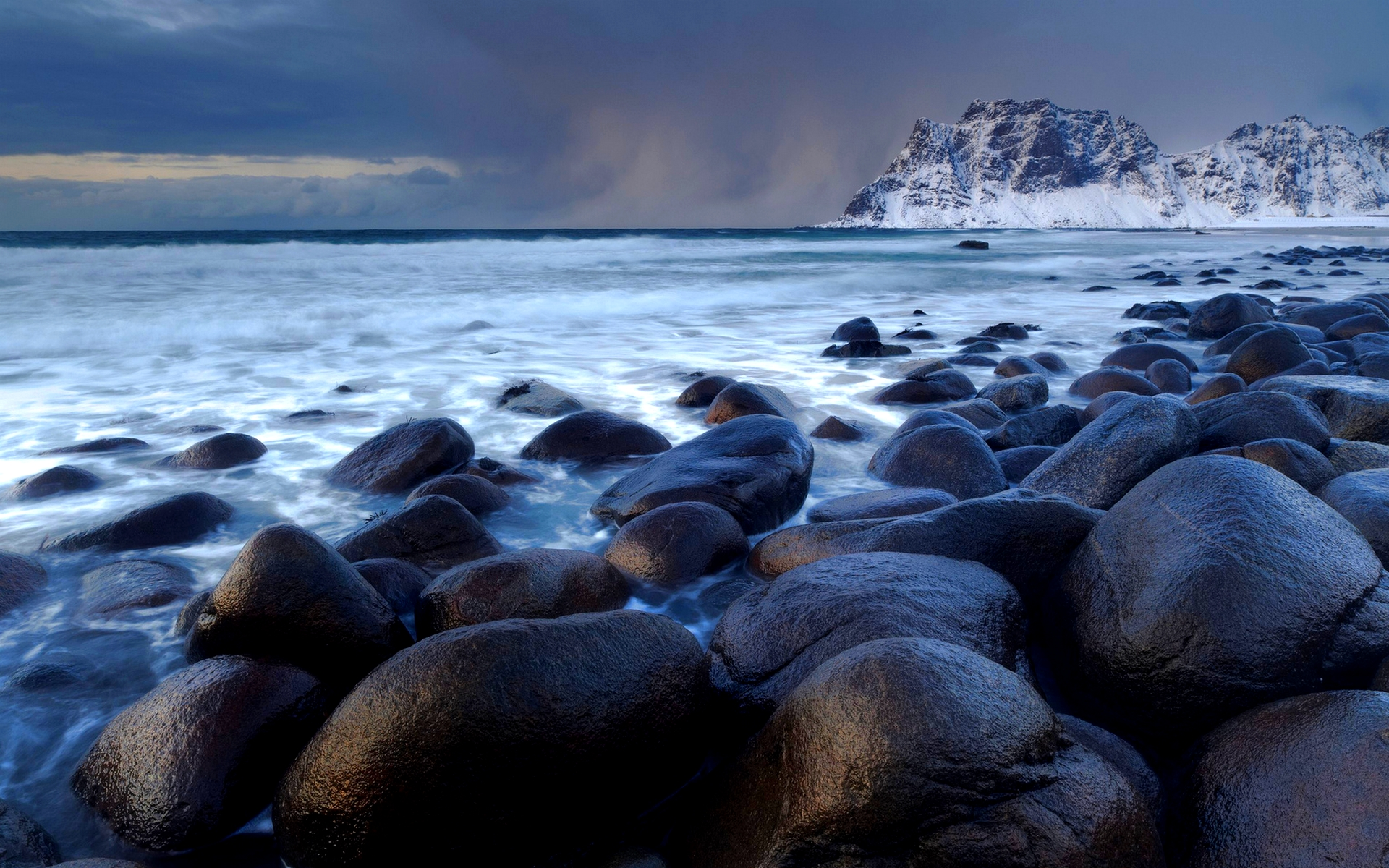 rocky shore wallpaper 33977