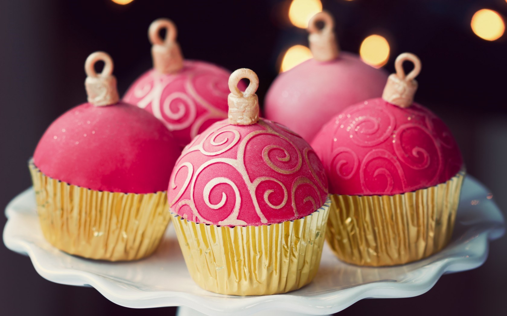 cute holiday cupcakes wallpaper 41096 1680x1050 px