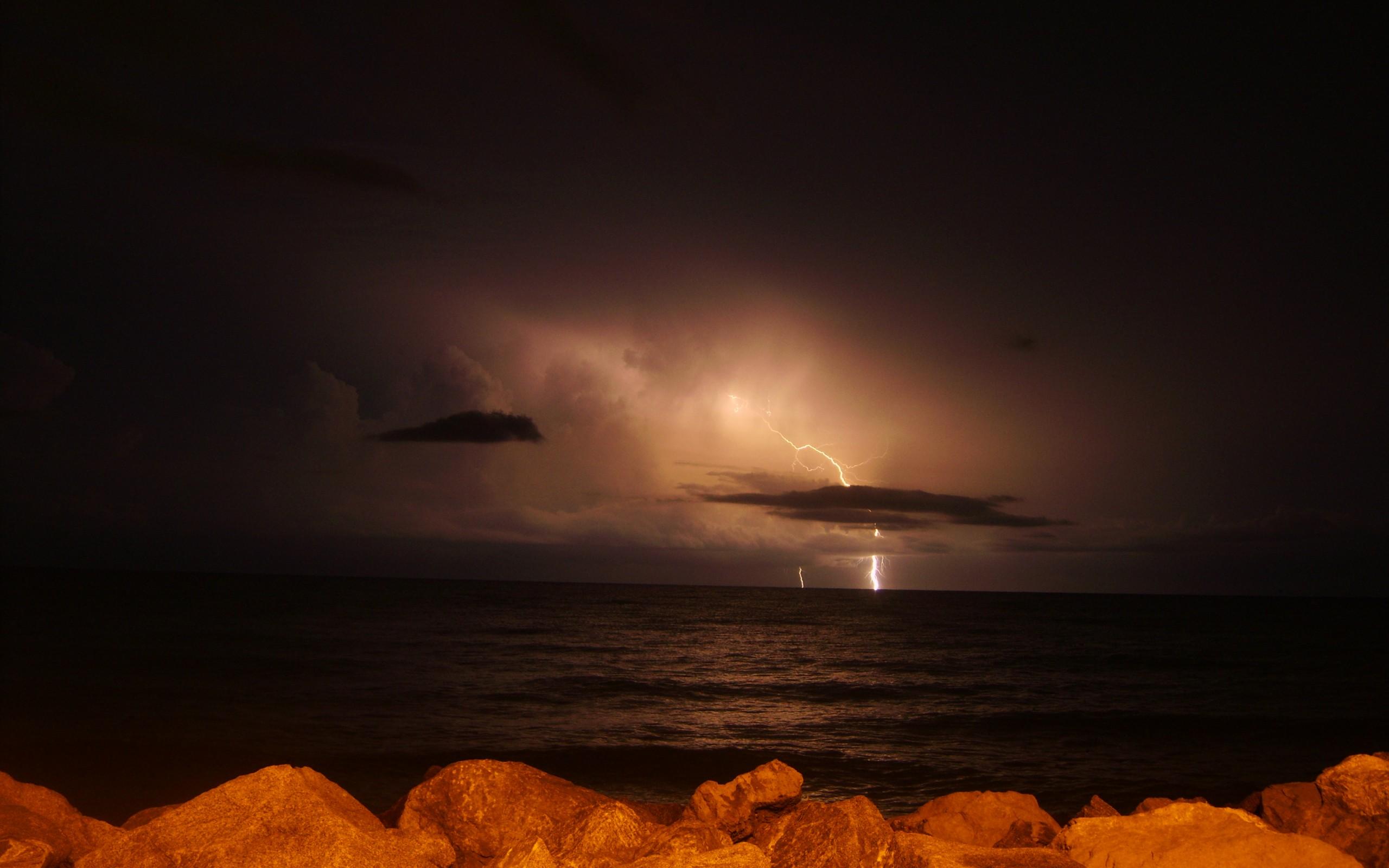 lightning 33469