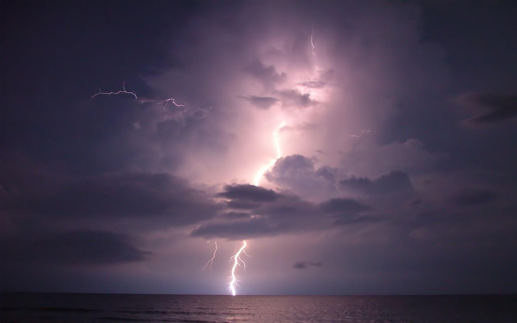 lightning 33483