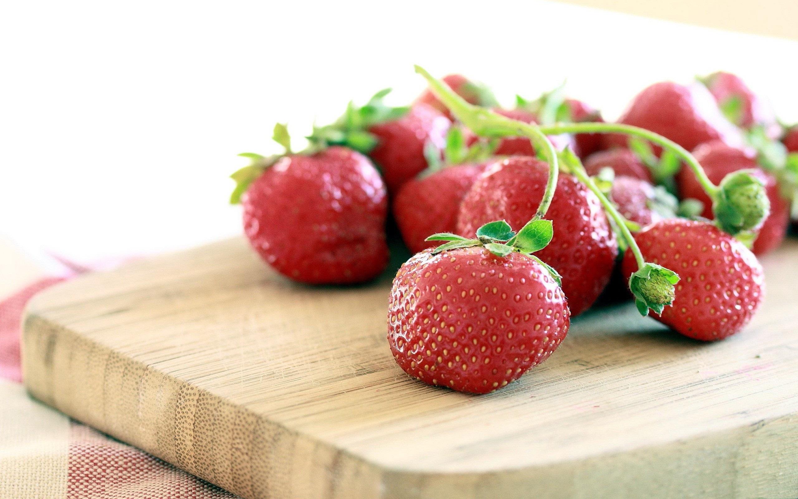 strawberries wallpaper 38882