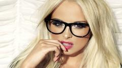 Hot Blonde Wallpaper 32193