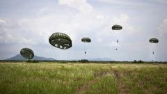 Parachute Wallpaper 43501