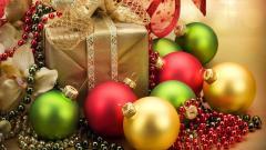 Pretty Christmas Ornaments Wallpaper 38742