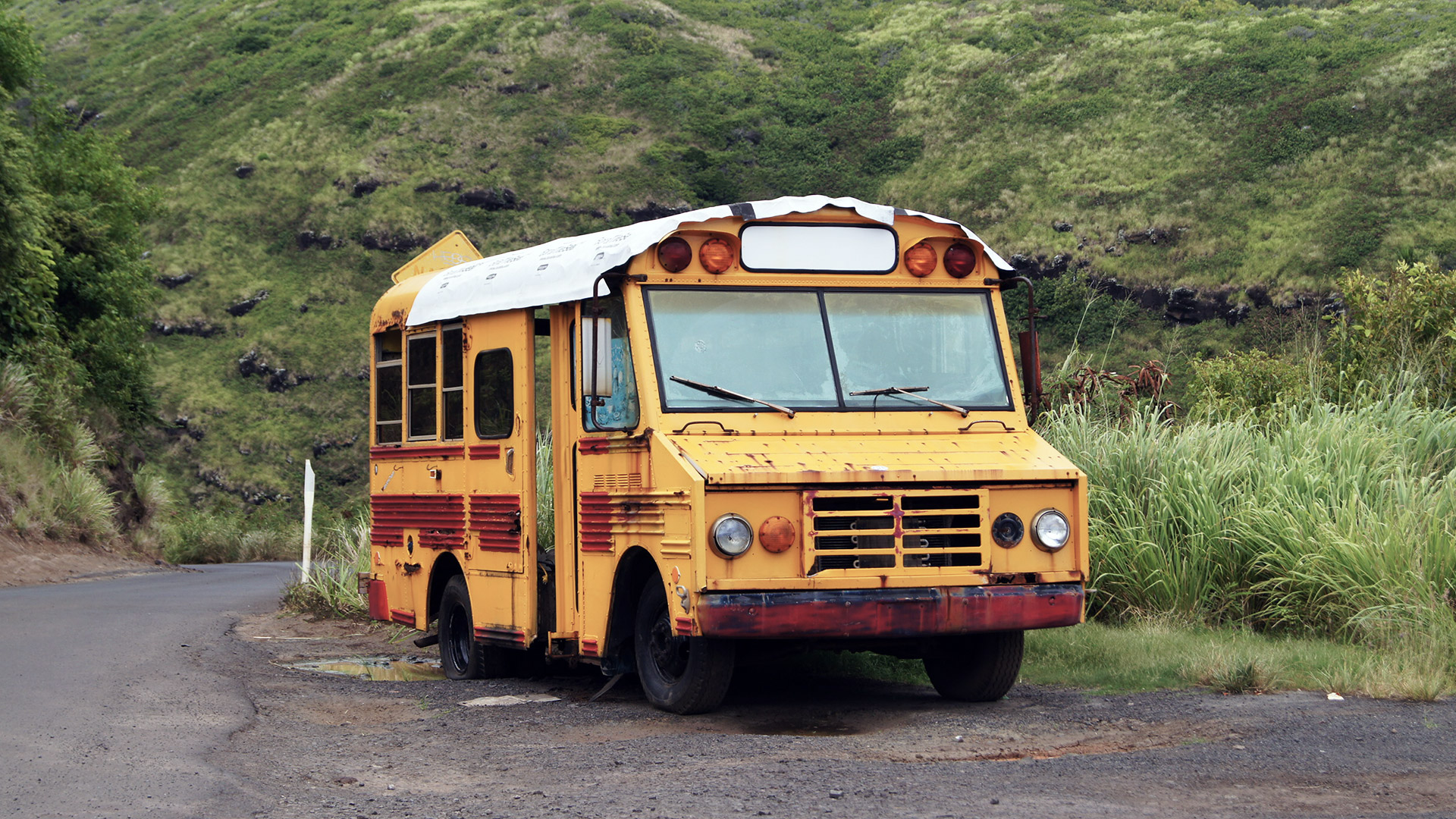 abandoned maui school bus wallpaper