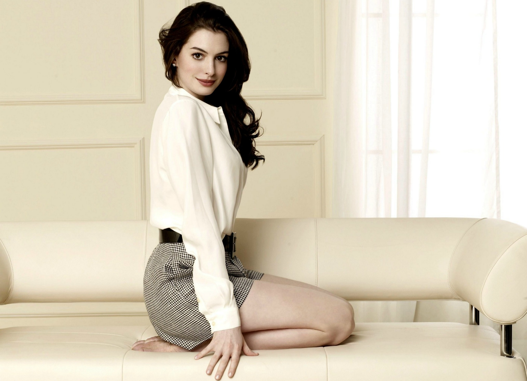 beautiful anne hathaway wallpaper 51889