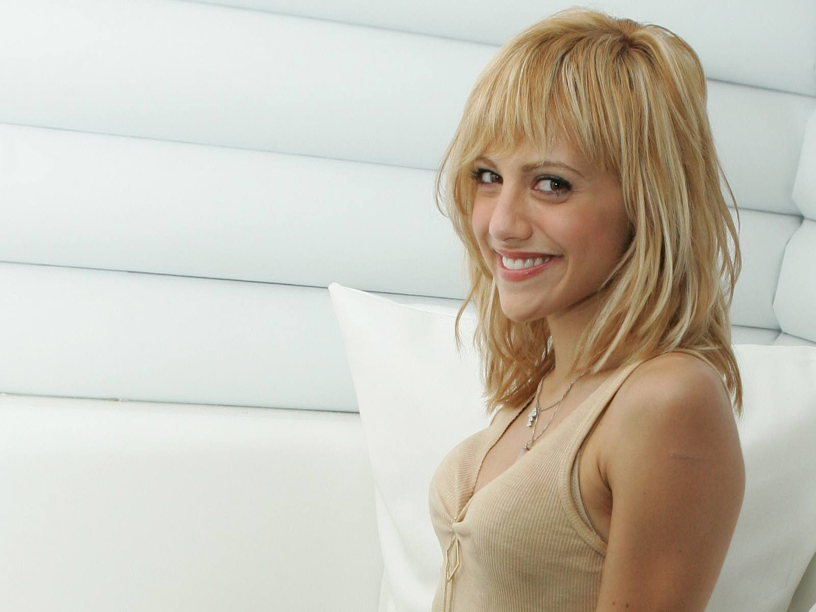 brittany murphy smile wallpaper 52713