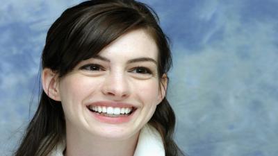 Anne Hathaway Smile Wallpaper 51895