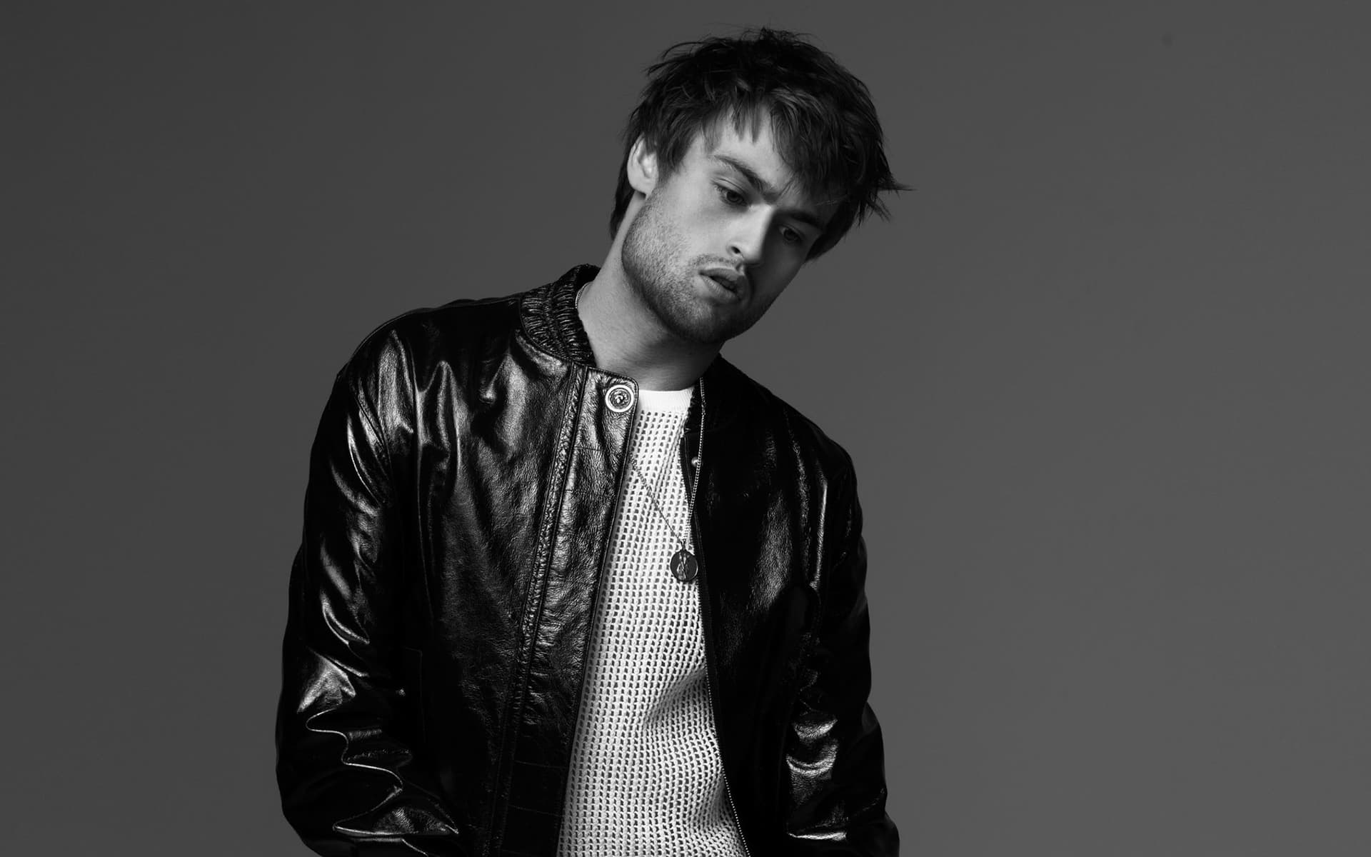 monochrome douglas booth desktop wallpaper 56303