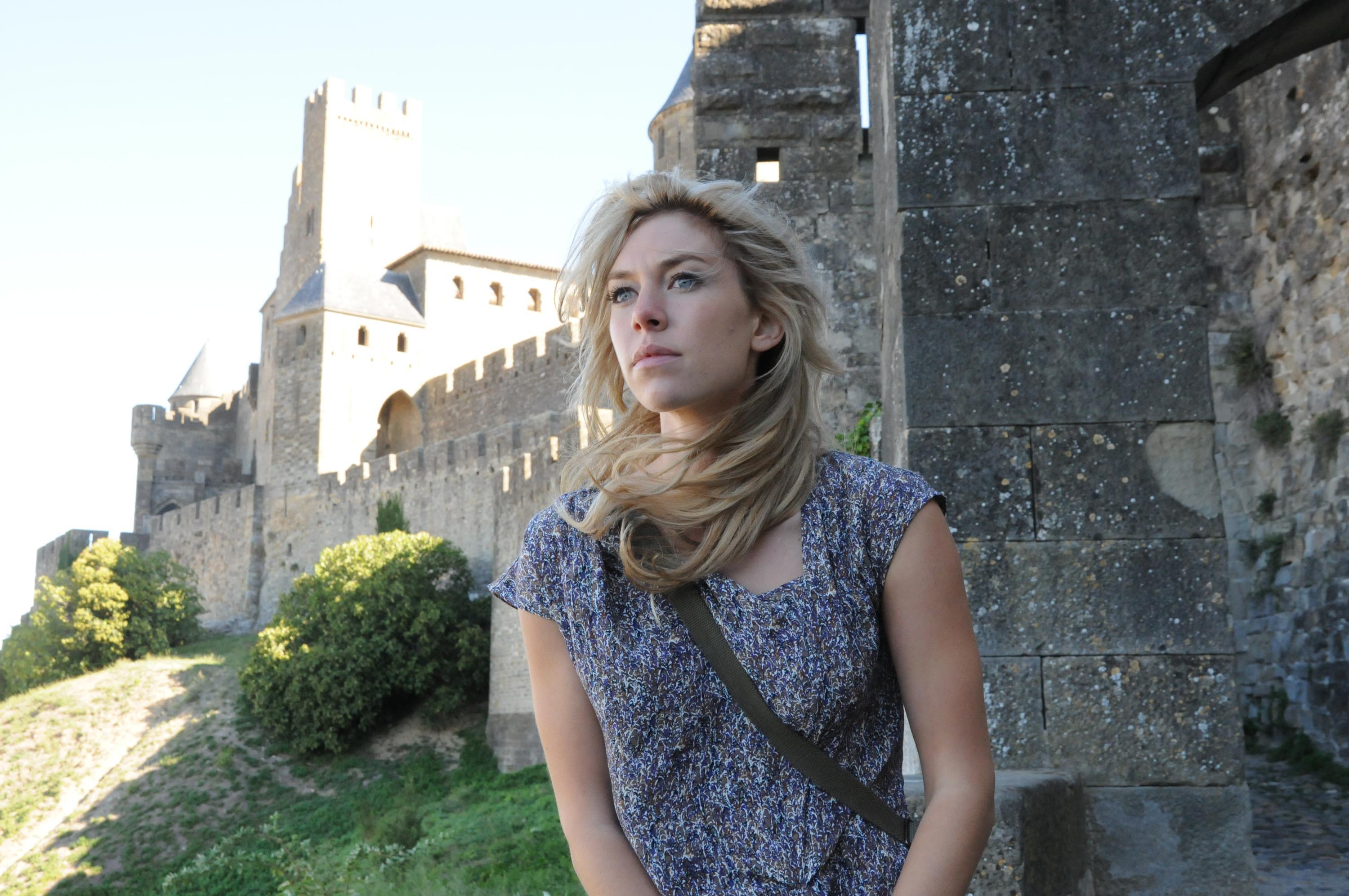 vanessa kirby widescreen wallpaper 57844