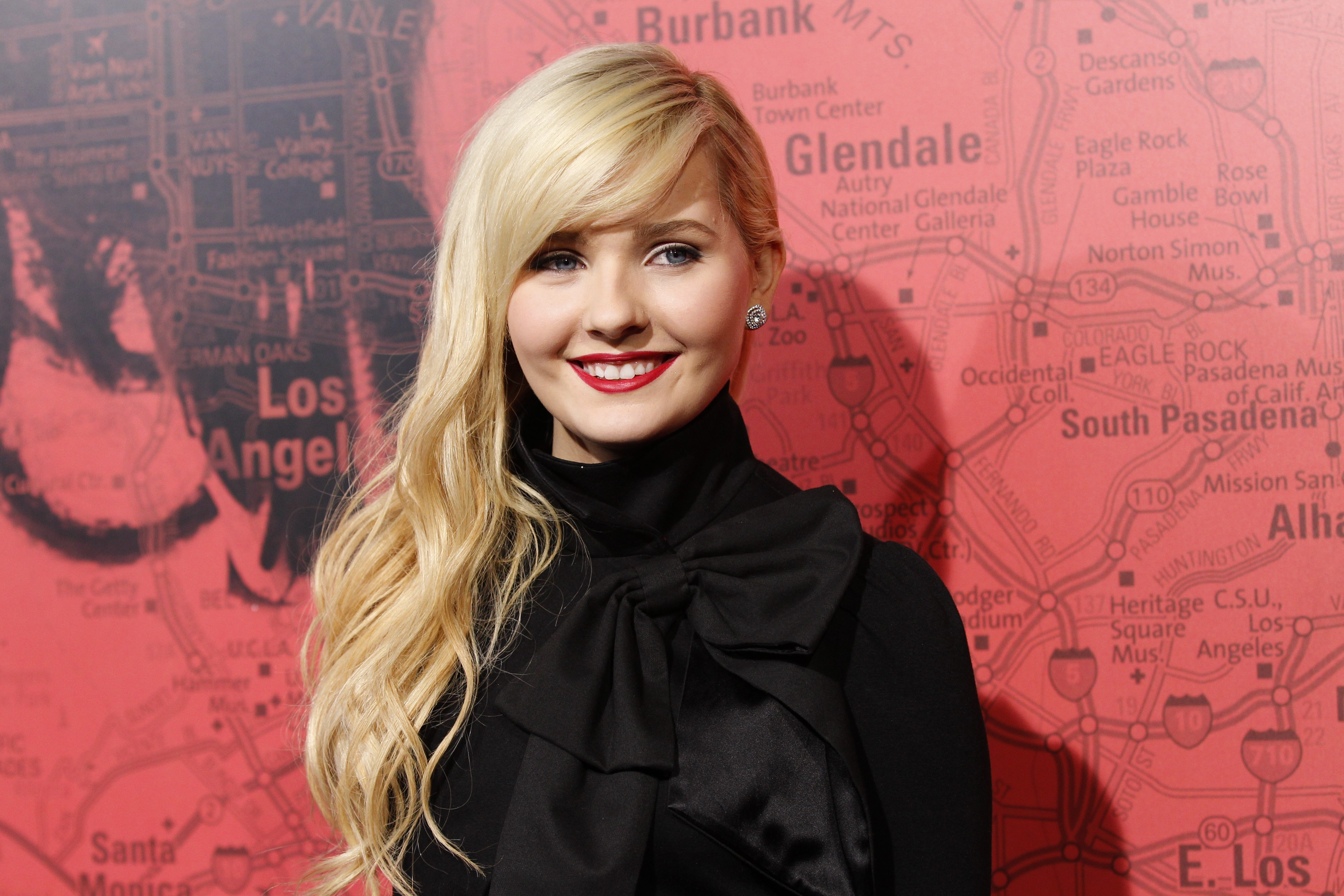 abigail breslin smile wallpaper 53982