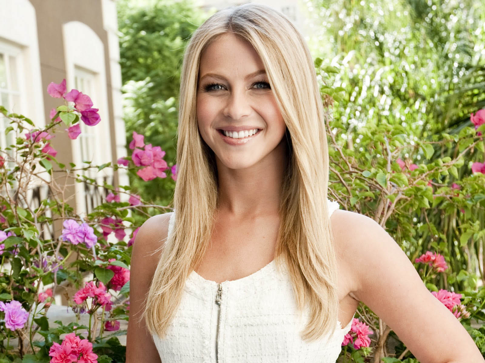 julianne hough smile wallpaper pictures 52085