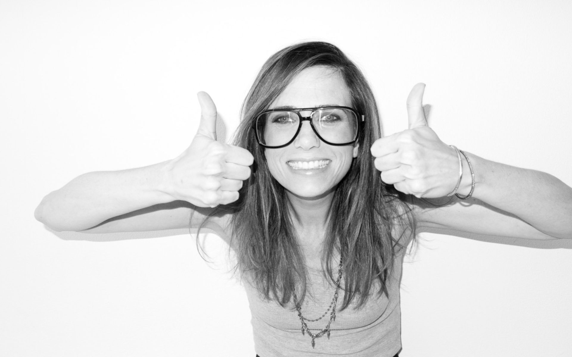 monochrome kristen wiig smile wallpaper 56367