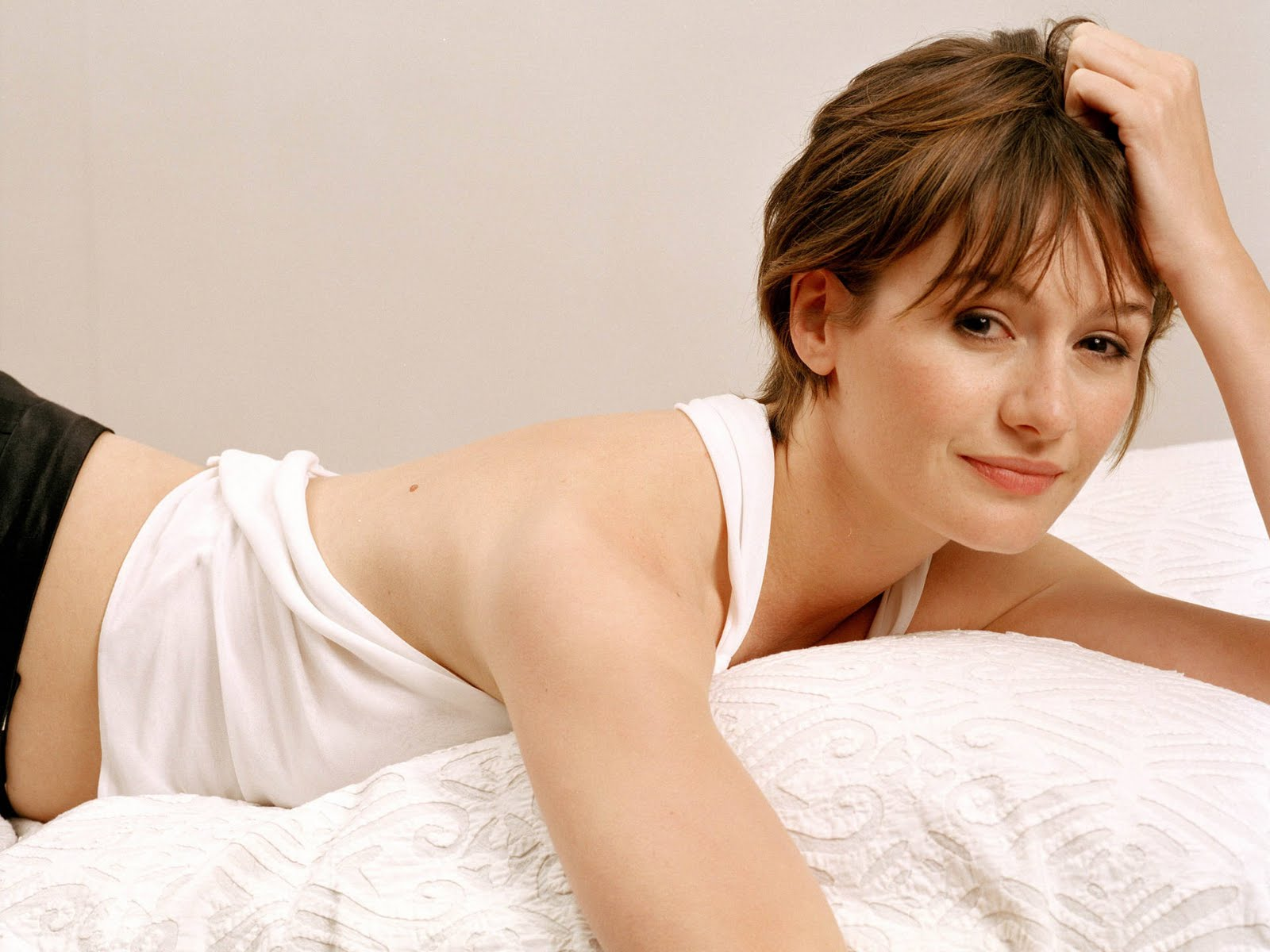 sexy emily mortimer wallpaper 58896