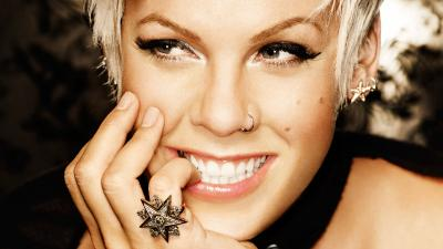 Alecia Beth Smile Wallpaper 54390