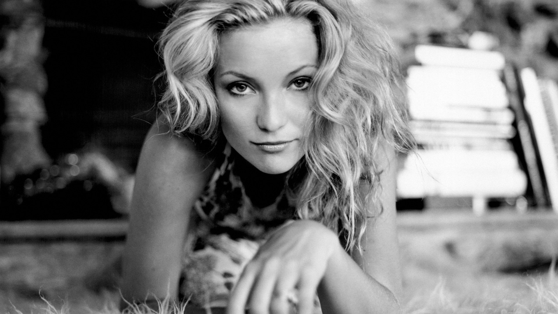 monochrome kate hudson wallpaper 54003