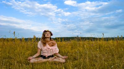 Outdoor Meditation Girl Wallpaper 53138